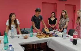 Repas chabbatique des jeunes